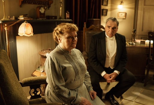 EMBARGOED_UNTIL_10TH_SEPTEMBER_DOWNTON_EP1__09[1]