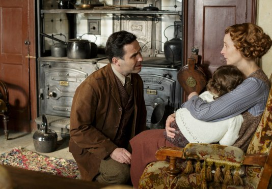 EMBARGOED_UNTIL_21ST_SEPTEMBER_DOWNTON_ABBEY_EP2__13[1]