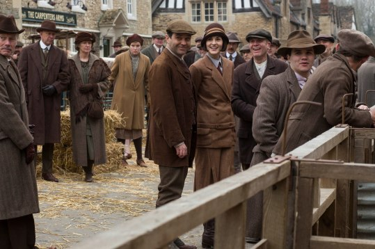 EMBARGOED_UNTIL_21ST_SEPTEMBER_DOWNTON_ABBEY_EP2__22[1]