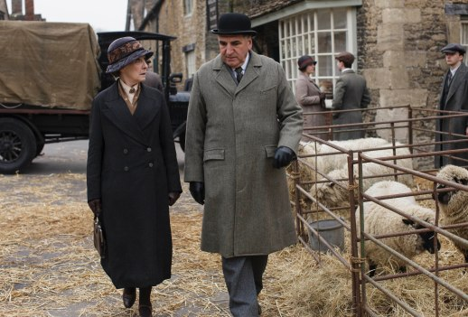 EMBARGOED_UNTIL_21ST_SEPTEMBER_DOWNTON_ABBEY_EP2__39[1]