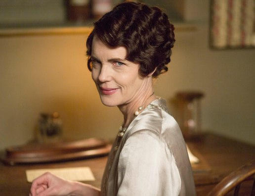 EMBARGOED_UNTIL_28TH_SEPTEMBER_DOWNTON_EP3_2015__01[1]