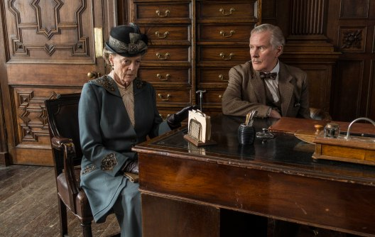 EMBARGOED_UNTIL_28TH_SEPTEMBER_DOWNTON_EP3_2015__05[1]