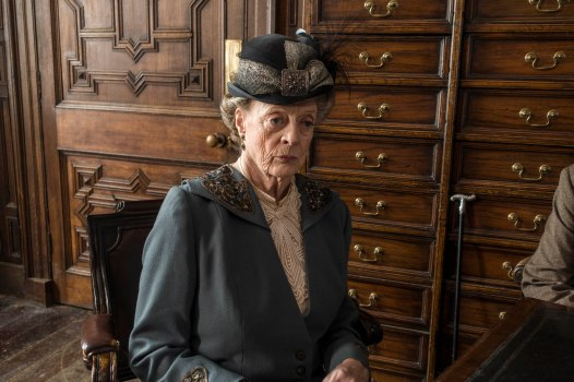 EMBARGOED_UNTIL_28TH_SEPTEMBER_DOWNTON_EP3_2015__06[1]