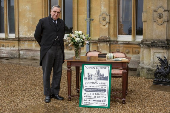 EMBARGOED_UNTIL_19TH_OCTOBER_DOWNTONEP6__06[1]