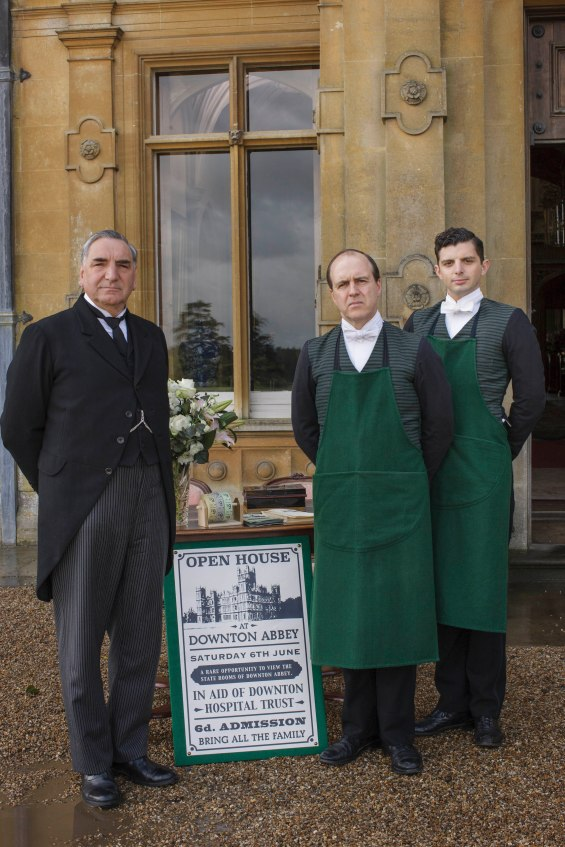 EMBARGOED_UNTIL_19TH_OCTOBER_DOWNTONEP6__07[1]