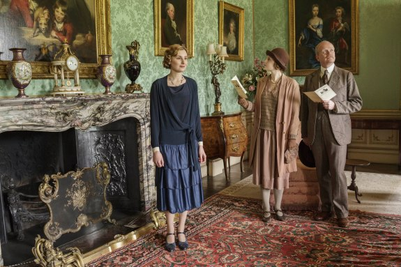 EMBARGOED_UNTIL_19TH_OCTOBER_DOWNTONEP6__13[1]