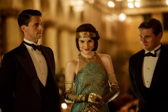 EMBARGOED_UNTIL_19TH_OCTOBER_DOWNTONEP6__19[1]