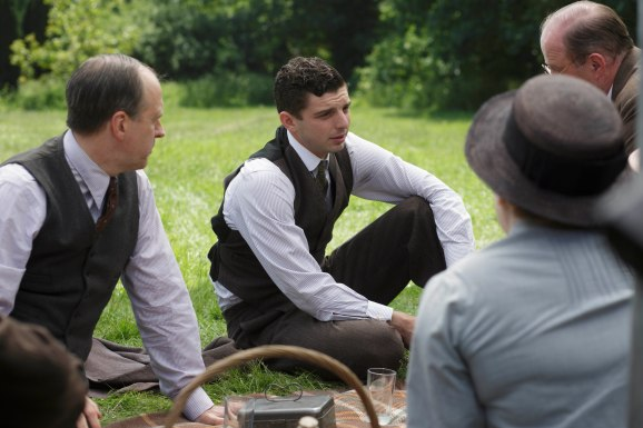 EMBARGOED_UNTIL_27TH_OCT_DOWNTON_EP7_10[1]