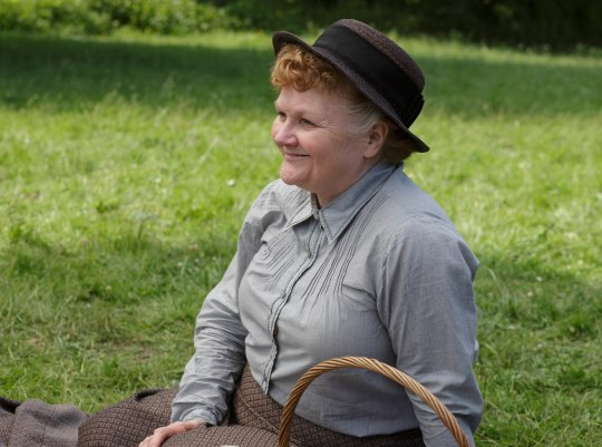 EMBARGOED_UNTIL_27TH_OCT_DOWNTON_EP7_12[1]