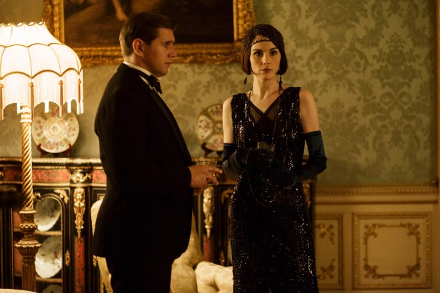 EMBARGOED_DOWNTONEP8__04[1]