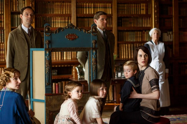 EMBARGOED_DOWNTONEP8__08[1]
