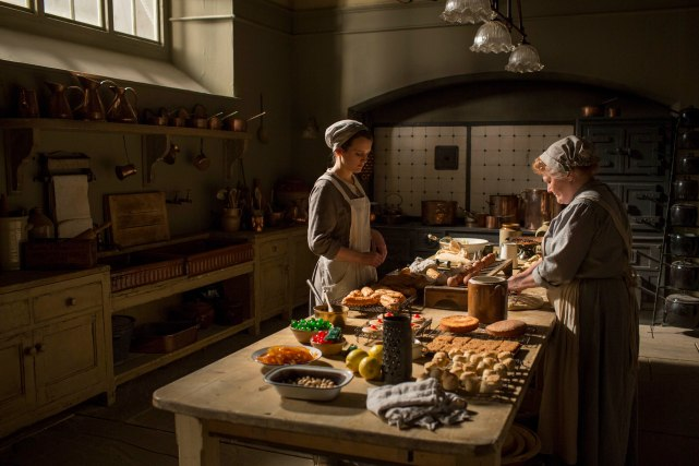 EMBARGOED_DOWNTONEP8__26[1]