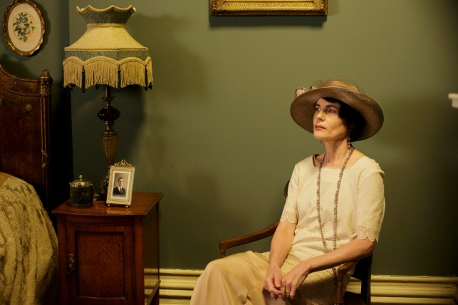 EMBARGOED_DOWNTONEP8__42[1]