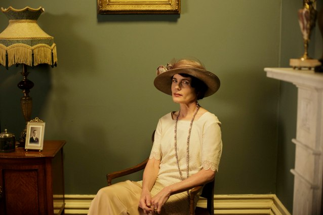 EMBARGOED_DOWNTONEP8__43[1]