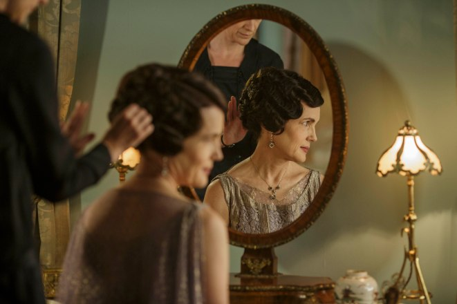 EMBARGOED_DOWNTONEP8__46[1]