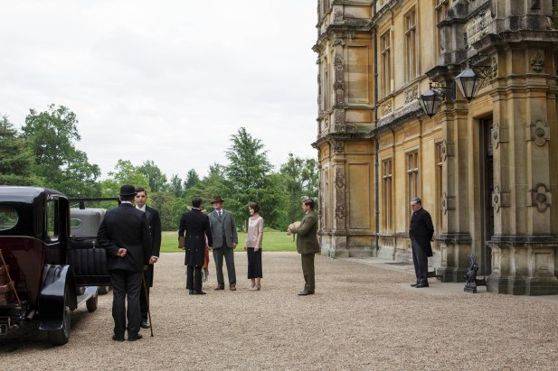 EMBARGOED_UNTIL_8_DECEMBER_DOWNTON_ABBEY_07[1]