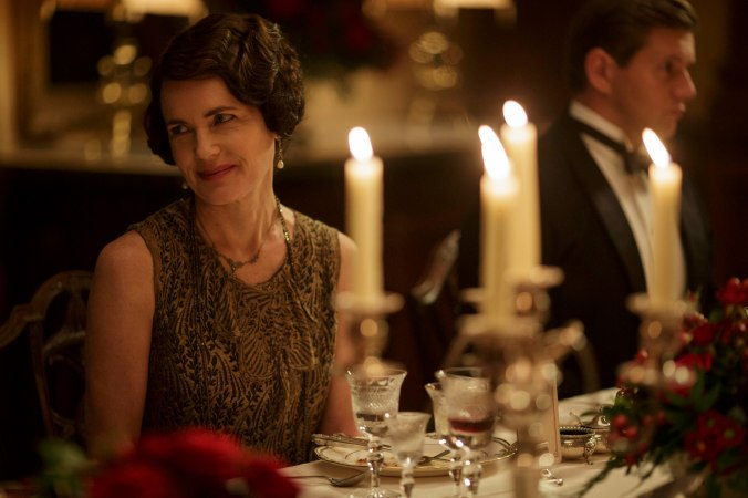 EMBARGOED_UNTIL_8_DECEMBER_DOWNTON_ABBEY_23[1]