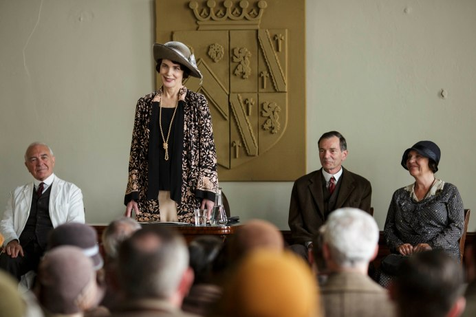 EMBARGOED_UNTIL_8_DECEMBER_DOWNTON_ABBEY_80[1]