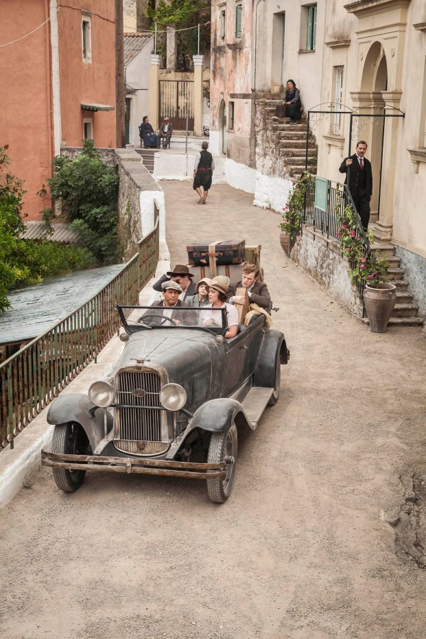 THE_DURRELLS_EP1_06[1]