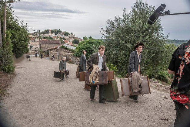 THE_DURRELLS_EP1_08[1]