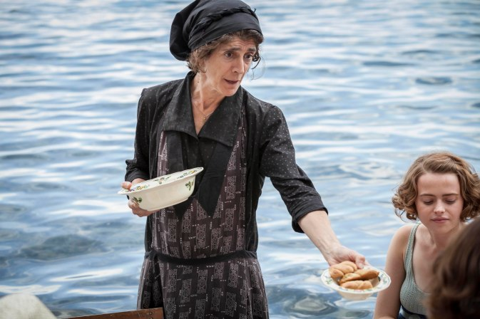 THE_DURRELLS_EP2_28[1]